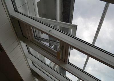 Bild eines Insektenschutz Spannrahmens in einer Dachluke